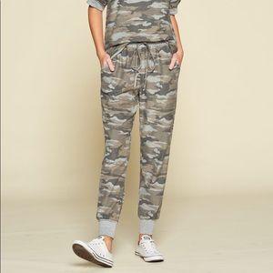 Pants - NWT Hiding Out Camo Joggers 1X